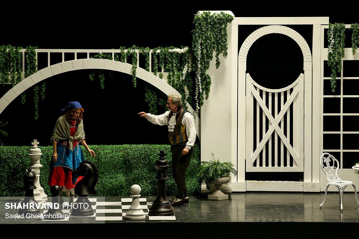 آتیلا پسیانی (برانلو) و مهناز افشار (نانسی) در صحنه منزل آقای برانلو در نمایش موزیکال الیورتوئیست