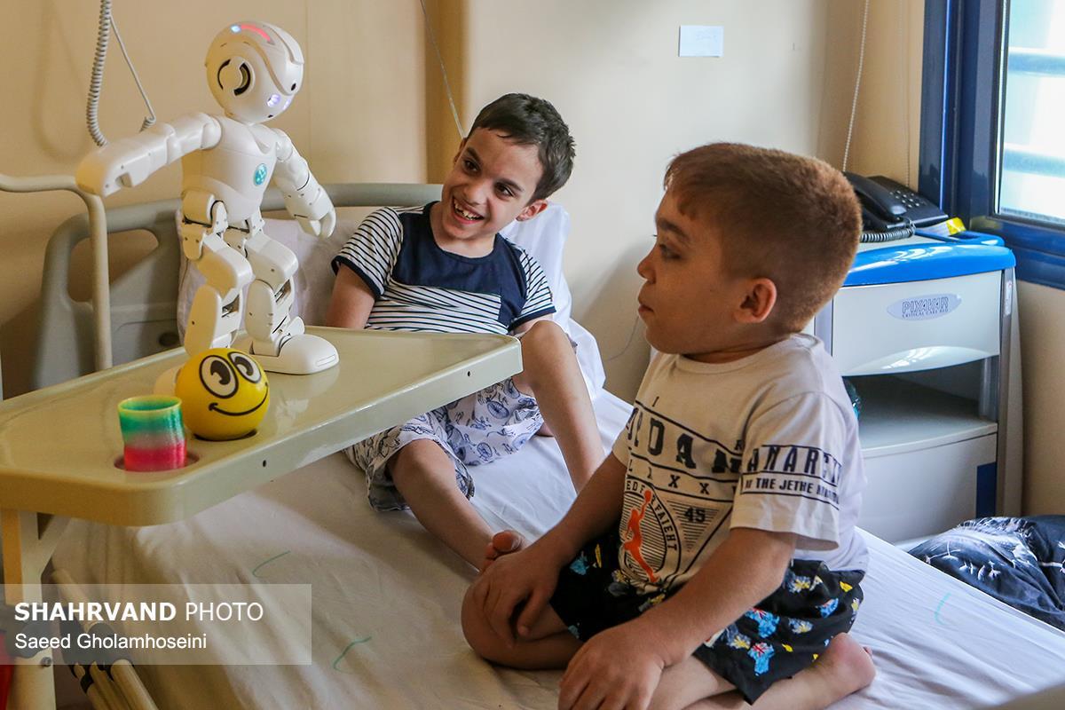 ربات درمانی در بیمارستان فوق تخصصی نور افشار