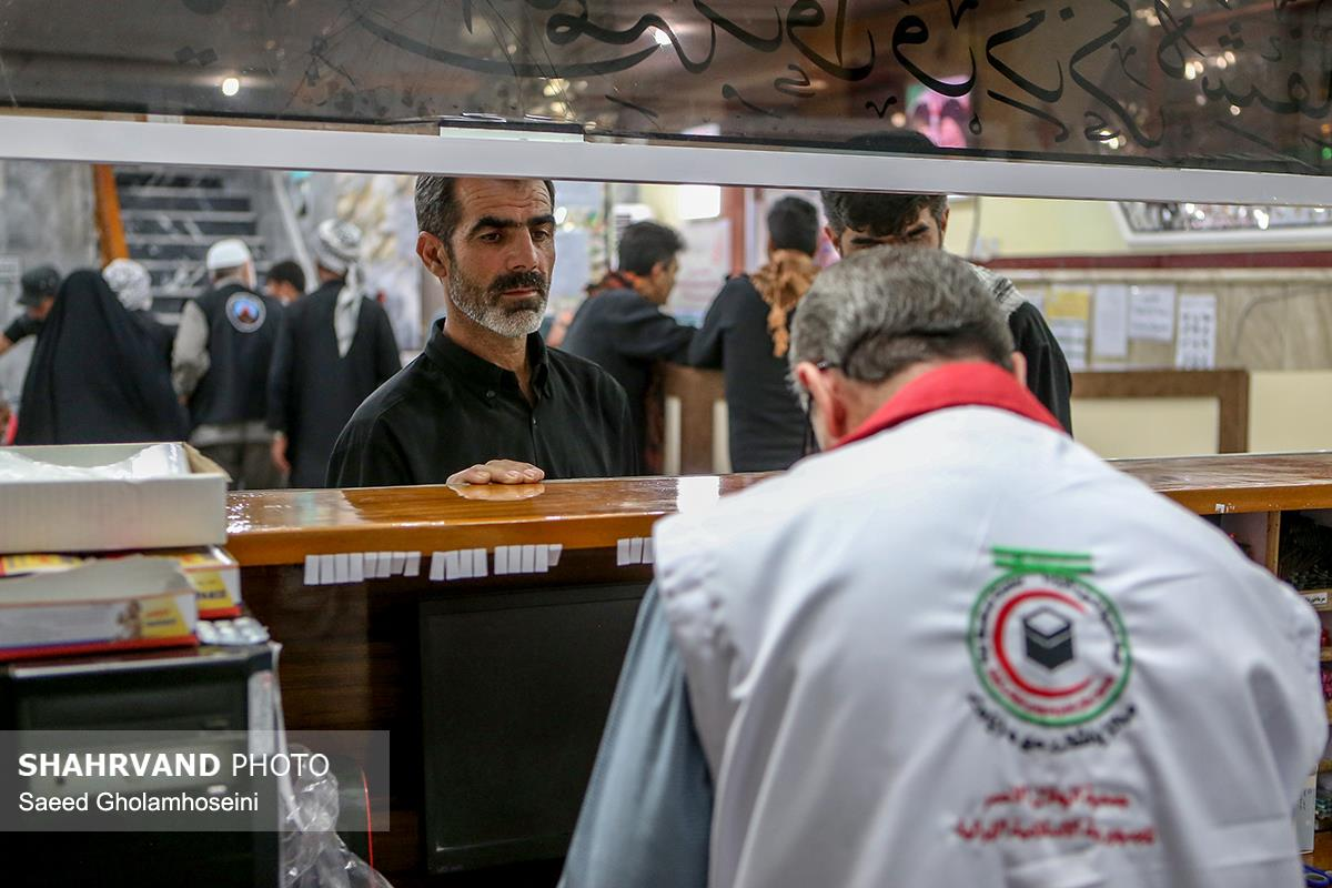 امدادرسانی هلال احمر به زائران حسینی در درمانگاه نبا شهر نجف