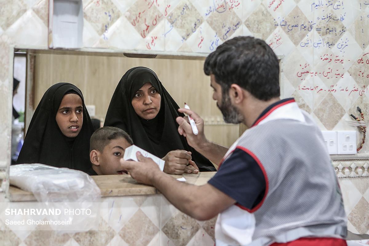 ارائه خدمات هلال احمر در درمانگاه های بین راه عمود ۱۰۹۲