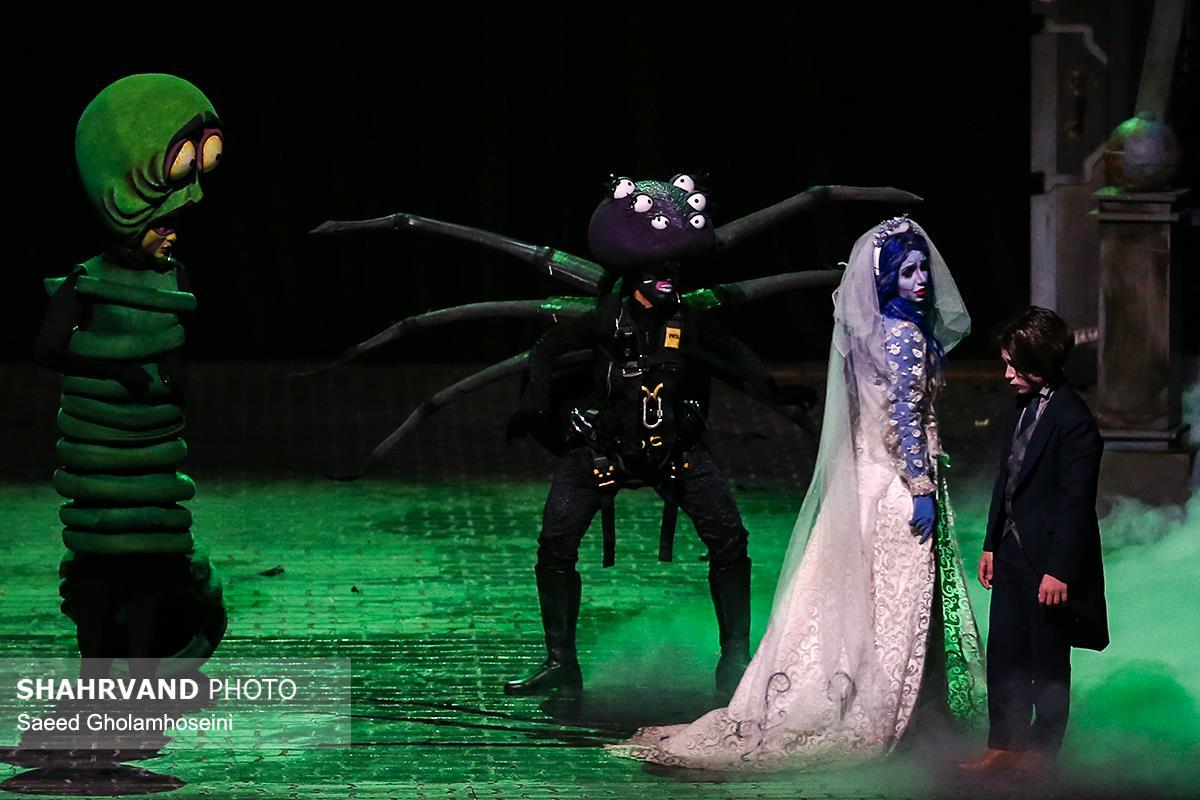 نمایش موزیکال عروس مردگان