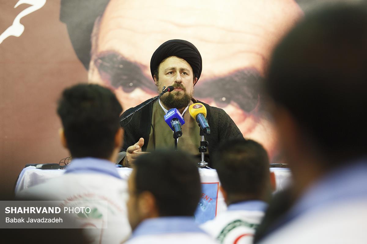 دیدار جمعی از جوانان هلال احمر با حجت الاسلام سید حسن خمینی در حسینیه جماران