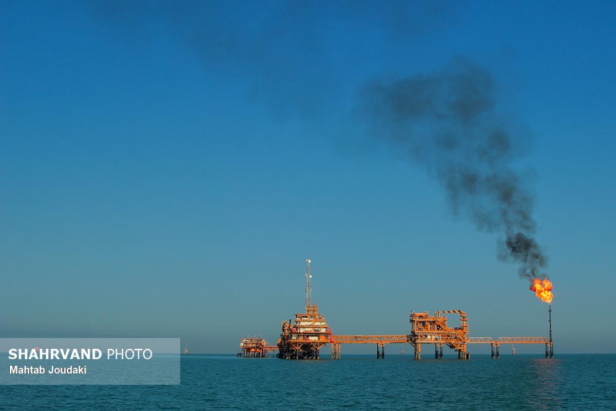سکوی نفتی «بهرگان¬سر» در 56 کیلومتری منطقه عملیاتی «بهرگان» در شمال بوشهر، روی آب¬های خلیج فارس.